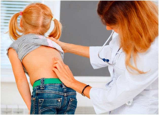 Какой врач смотрит спину у детей