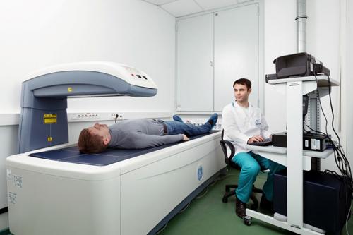 Остеопороз диагностика и лечение Кому показана денситометрия