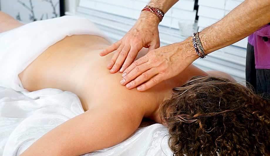 Массаж при остеохондрозе грудного отдела позвоночника: особенности, техники и отзывы
